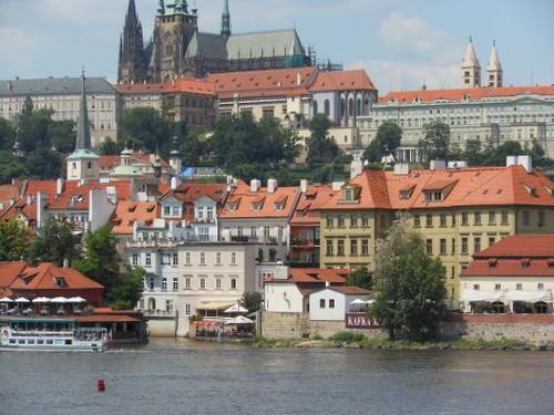 モルダウ川越しに見たプラハ城