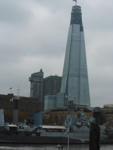 ロンドン市内の工事中ビル